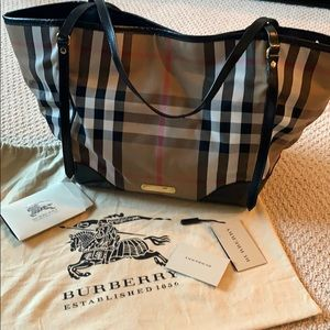 Woman's Burberry house check tote !